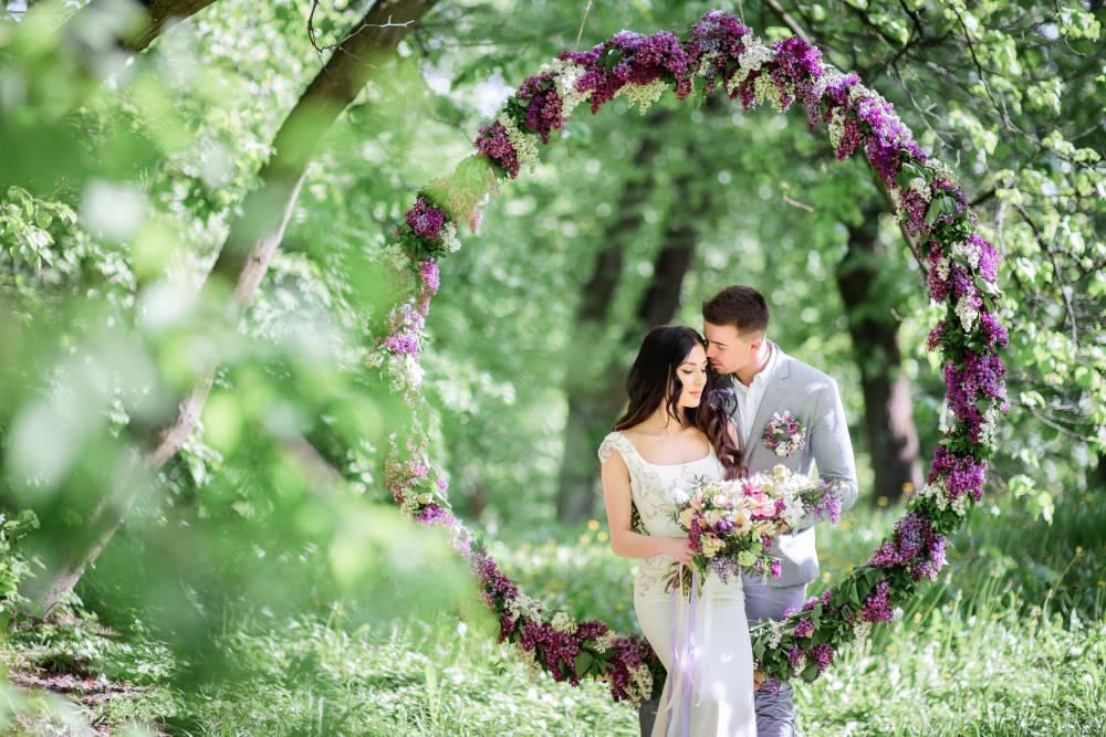 Az év színe az esküvőn: az ultraviolával az egész násznépet elbűvölhetitek