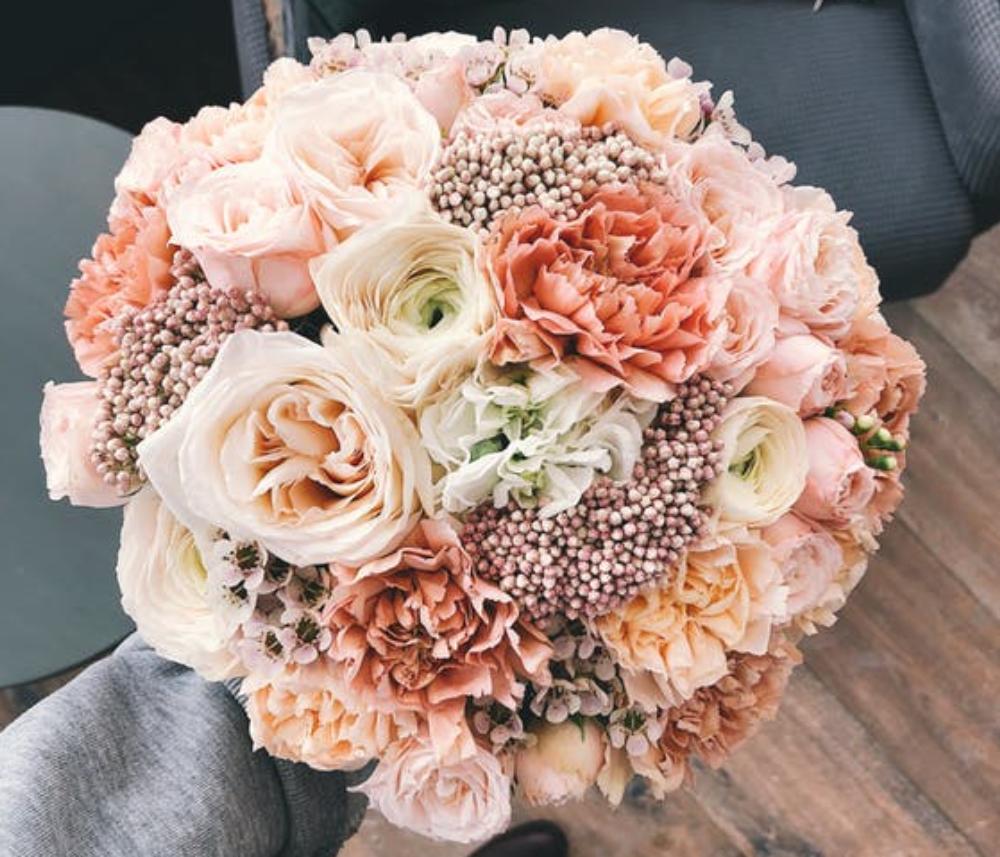 A csodás korallvörös az év színe: így jelenhet meg az esküvőn