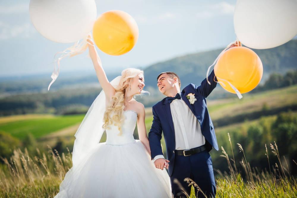 Bámulatos lufis dekorációk esküvőre: rengeteg módon variálhatod