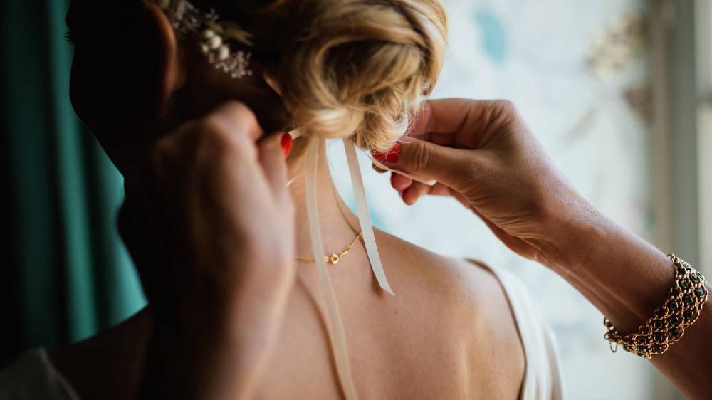 A legtrendibb esküvői frizurák 2019-ben: a rövid is nagyon menő