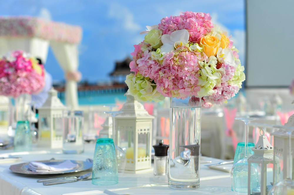 3 gyertyás dísz esküvőre: könnyen megvalósítható, romantikus ötlet