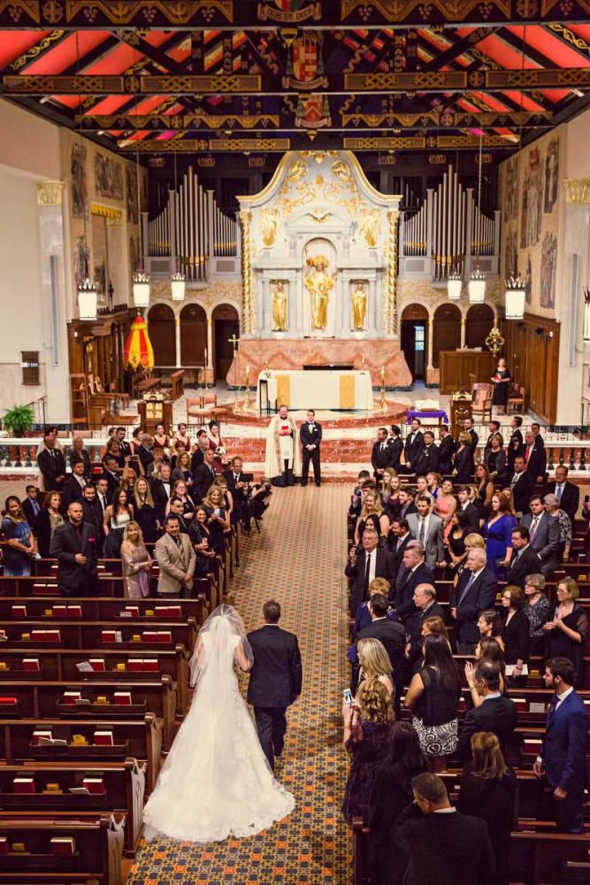 A templomi esküvőről