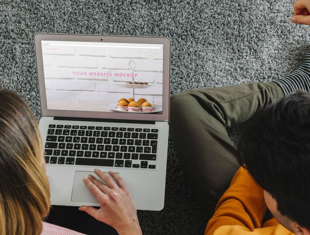 Ez tényleg megkönnyíti a szervezést: készítsetek esküvői weboldalt