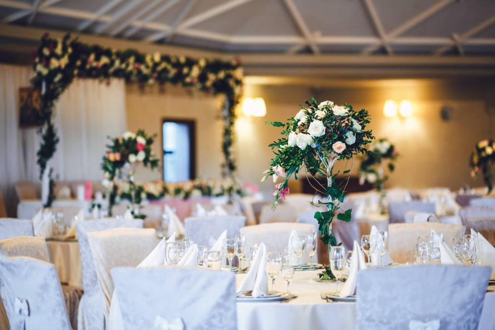 Ki hova üljön az esküvőn? Így készíts ülésrendet!