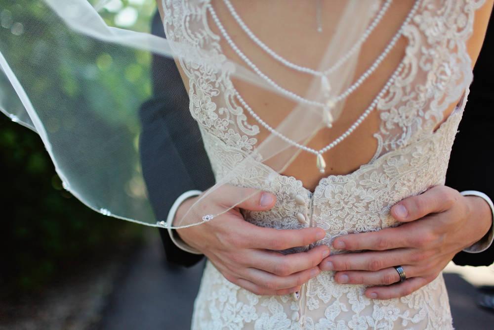 Menyasszonyrablás, kontyolás - népszokások, amik feldobják a modern esküvőket is!