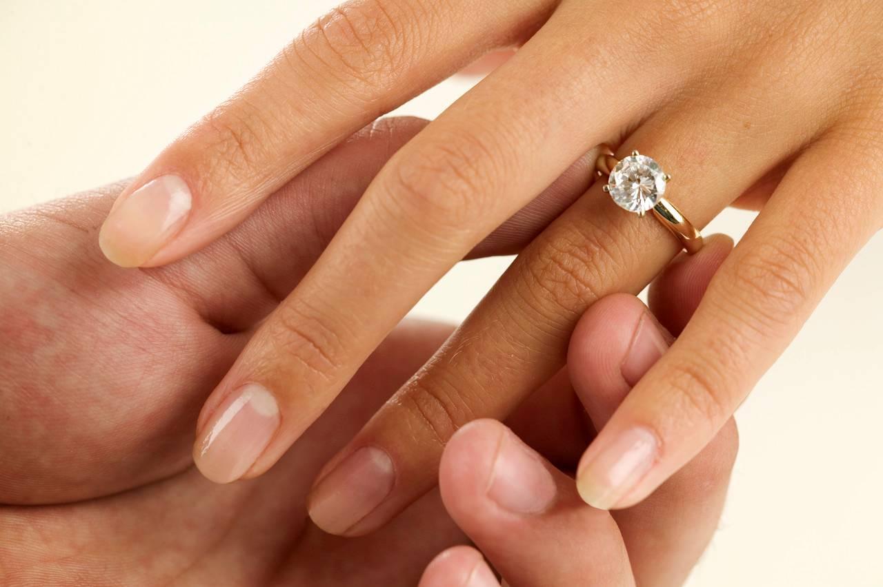 Az eljegyzési és a karikagyűrű
